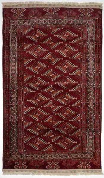 Russischer Yomut, handgeknüpft aus Schurwolle, reichliche Ornamentierung des Mittelfeldes und der Bordüre, rotgrundig/weiß/mehrfarbig