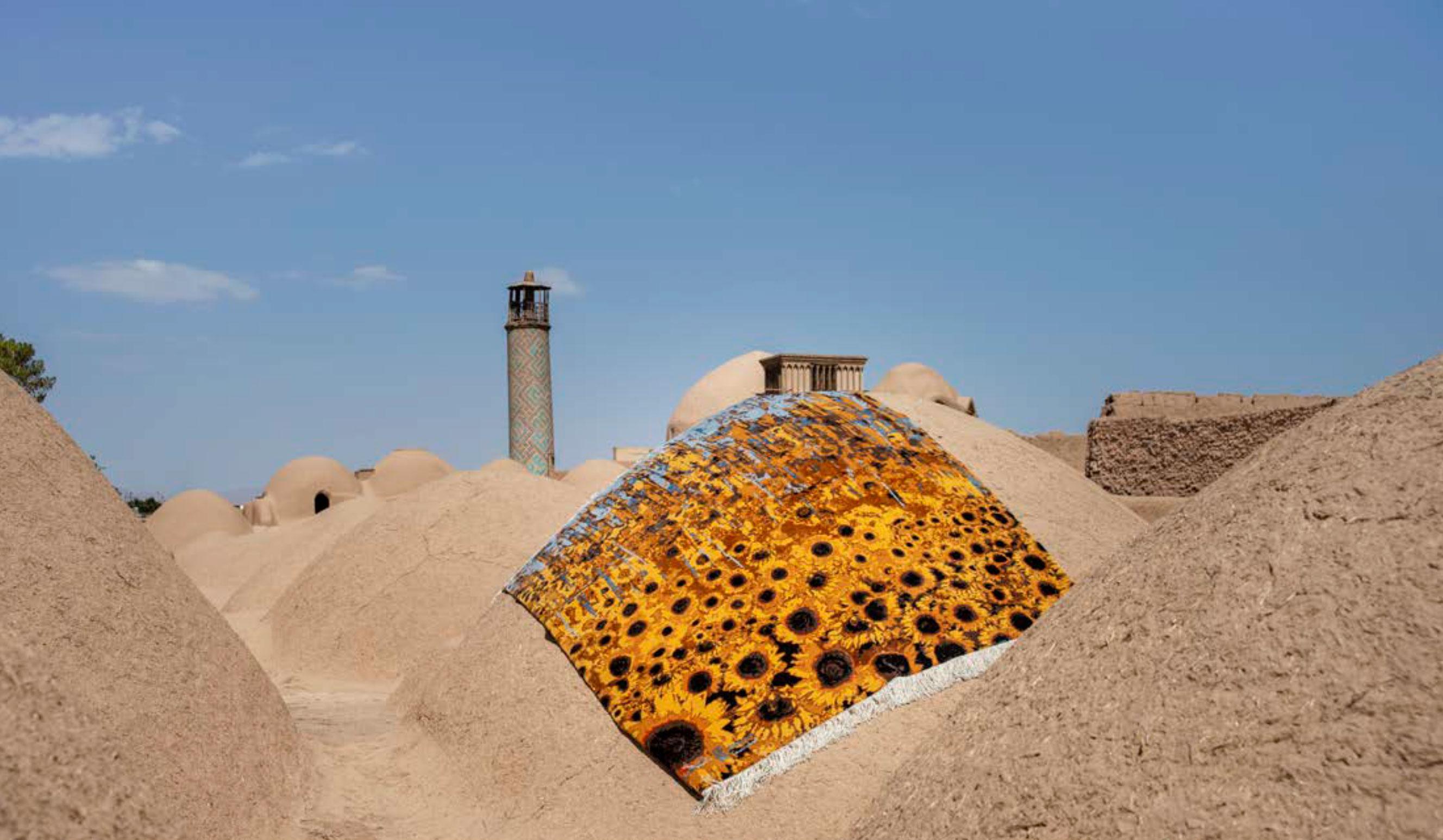 shahdad-teppich-auf-lehmhuette